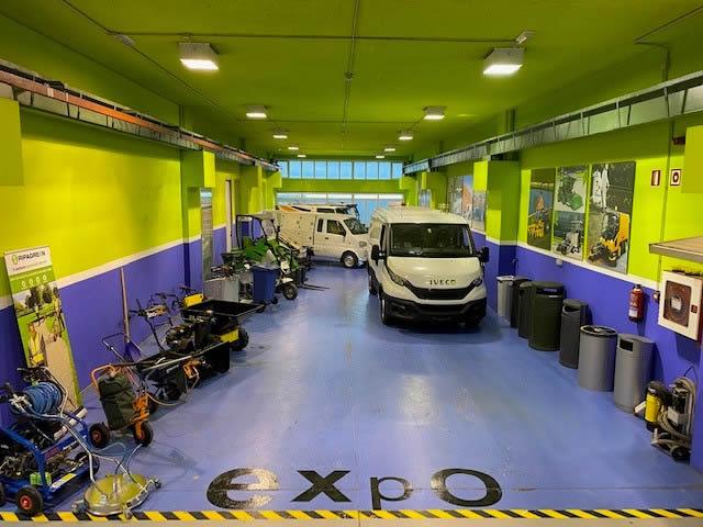 Más de 2000m² dedicados al mantenimiento y reparación de maquinaria de limpieza viaria y gestión de residuos urbanos
