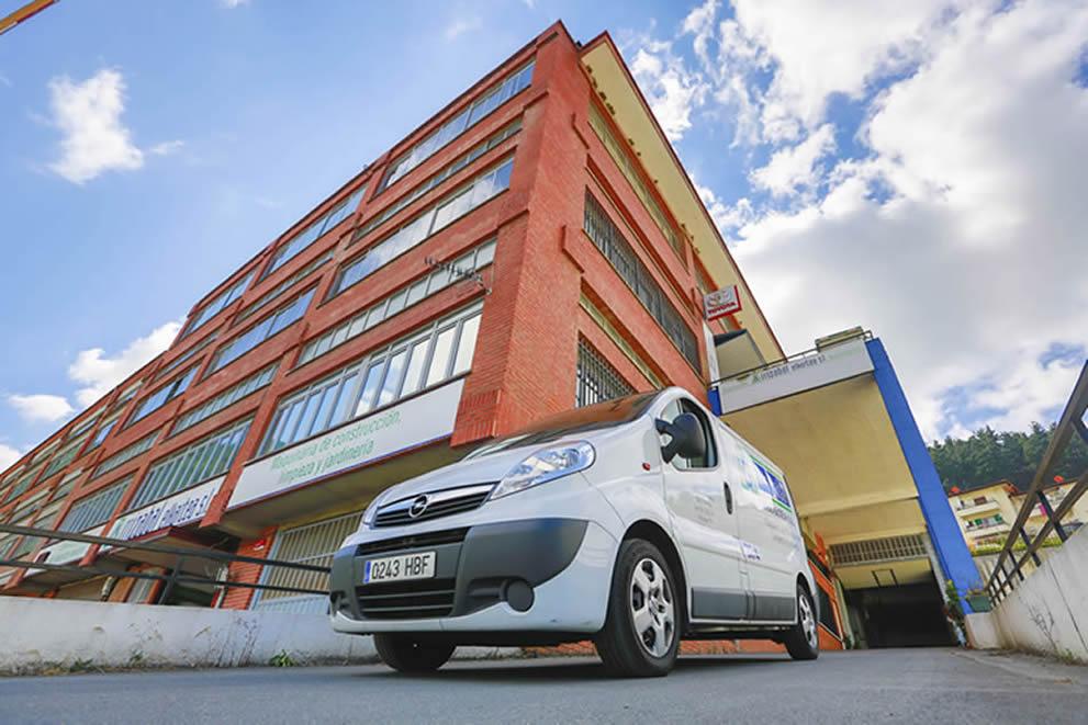 Venta, alquiler, reparación y mantenimiento de maquinaria de limpieza viaria y servicios urbanos de recogida de residuos